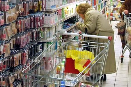 spesa-supermercato-anziana