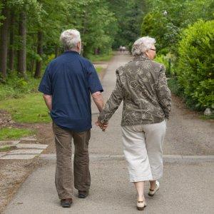anziani-ecco-perche-passeggiare-fa-bene_3699